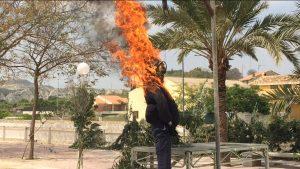 Albudeite recibe la primavera quemando los malos sucesos